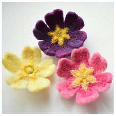 Cute new felted and embroidered Primrose brooches now listed in my Etsy shop!   #themossymeadow #etsyireland #etsyie #feltflowers #feltbrooch #primroses #primula #needlefelting #handembroidery #springflowers #crafts #gardening