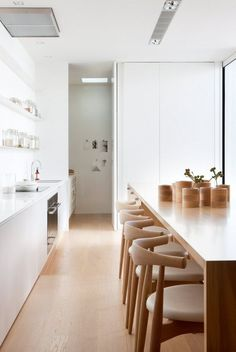 Elbow chair by Hans J. Wegner from Carl Hansen & Søn | eat in kitchen