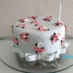elmo birthday cake - Deko-Torten etc. Creative Cake Decorating, Birthday Cake Decorating, Cake Decorating Techniques, Creative Cakes, Birthday Cake Designs, Elmo Birthday Cake, Novelty Birthday Cakes, Happy Birthday Cakes, Beautiful Birthday Cakes