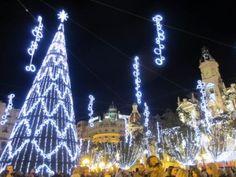 バレンシアの市庁舎広場のクリスマスイルミネーション。http://spainseikatsu.com/5087.html