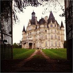 Castle in France.always harker back to English and/or French Castles. Home Sweet home. Beautiful Castles, Beautiful Buildings, Beautiful Places, French Castles, Castle In The Sky, France Photos, Castle House, Le Palais, French Chateau