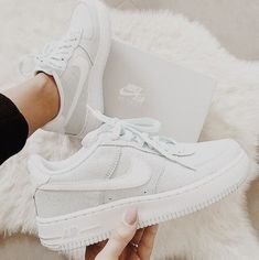 Shoes, Sneakers Sneakers, Trendy sneakers, Sneakers nike, Chic high heels - 50 Stunning Sneakers Shoes For Street Style 2019 - Souliers Nike, Sneakers Fashion, Fashion Shoes, Fashion Jewelry, Nike Shoes Air Force, Aesthetic Shoes, Hype Shoes, Fresh Shoes, Trendy Shoes