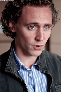 I love Tom with blonde curly hair!! It just drives me crazy <3.<3