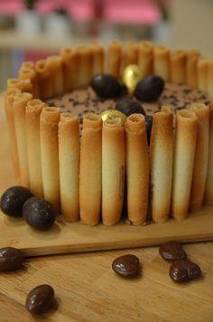 Un joli gâteau pour vos fêtes de Pâques, simple et facile à réaliser. Creamy Cheesecake Recipe, Cheesecake Recipes, Food Cakes, Cupcake Cakes, Desserts Ostern, Mini Cheesecakes, Mini Foods, Quick Easy Meals, Yummy Cakes