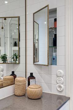 Șemineu în bucătărie într-un apartament de 4 camere din Suedia Diy Bathroom Storage, Narrow Bathroom Designs, Latest Bathroom, Bathroom Furniture, Interior, Green Bathroom, Bathroom Interior, Bathroom Renovations, Bathroom Decor