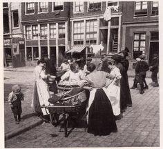 Jordaan 1900 by janwillemsen, via Flickr Amsterdam Jordaan, I Amsterdam, Old Pictures, Old Photos, Vintage Photos, Vintage Photography, Street Photography, Women In History, Belle Epoque