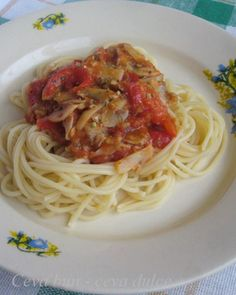 Reteta culinara Spaghetti cu ciuperci si sos de rosii picant - de post din categoria Retete de post. Cum sa faci Spaghetti cu ciuperci si sos de rosii picant - de post Cooking Recipes, Ethnic Recipes, Food, Eten, Meals, Recipes, Diet