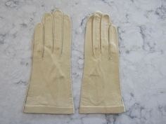 "Vintage New/Unused KISLAV Washable Ecru French Kid Leather Gloves--8.5""----Size 6 1/2 ---Glove Auction # 1491 by PrimaMona on Etsy"