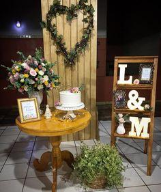 Noivado simples: como organizar um evento especial e inesquecível Civil Wedding, Wedding Day, Wedding Decorations, Table Decorations, Cake Table, Rustic Design, Simple Weddings, Marry Me, Diy Bedroom Decor