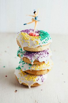 A recipe for King Cake donuts from Hummingbird High — perfect for Mardi Gras celebrations.