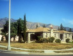 House on Del Rey Avenue, Pasadena, California. Via Pasadena Digital History. Digital History, Pasadena California, Trail, Buildings, Outdoors, River, Rock, Mansions, House Styles