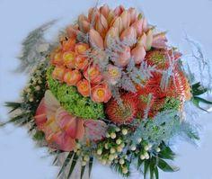 2226. Biedermeier met bloemen op groepen ± 50cm.