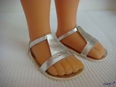 no tutorial, just like the lines American Girl Doll Shoes, American Doll Clothes, Girl Doll Clothes, Doll Clothes Patterns, Doll Patterns, Ag Dolls, Girl Dolls, Sock Shoes, Baby Shoes