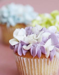 hydrangea cupcakes...I'm in the mood for food