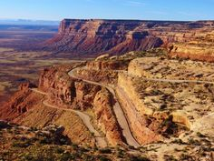 Moki Dugway (Utah) - stop UT; unpaved switchbacks UT 261 passes Valley of the Gods up to Cedar Mesa Beautiful Places To Visit, Great Places, Places To See, Utah Vacation, Vacation Pics, Vacation Destinations, Vacations, Dangerous Roads, Utah Hikes
