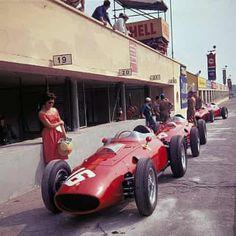 Grand Prix d'Italie à Monza en 1960 : Ferrari Dino 246 256 Tipo de Scuderia Ferrari : Ferrari 2017, Ferrari Racing, F1 Racing, Drag Racing, Ferrari Dino 246, Le Mans, Gp F1, Italian Grand Prix, Gilles Villeneuve