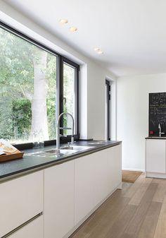 Wink by Modular Lighting Instruments Open Plan Kitchen Diner, Open Concept Kitchen, Kitchen Dinning, Living Room Kitchen, Upvc Sliding Doors, Modern Kitchen Interiors, House Rooms, Home Renovation, Kitchen Design