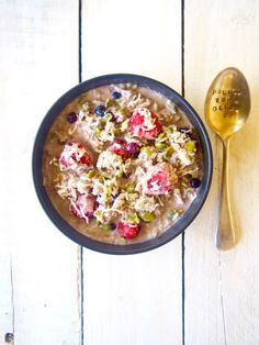Grain free, gluten free bircher bowl! Chuck the oats and use this totally quick and easy mix together recipe instead! This is busy weekday recipe approved!