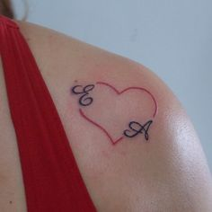 Coração e letra #tatuagem #tattoos #tattooist #instattoo #inktattoo #instalove #tattooed #tattooombro #tattoocoração #tattooheart #tattooletras #tattoolettering #tattooart #tattooletters #lettering #letters #letras #heart #coração #tatuage #tatuagemfeminina #tattoowork #tattoowoman #tatuada #tatuadora #inspiration #inspirationtatoo #tattoobrazil (em Black Magic Tattoo)