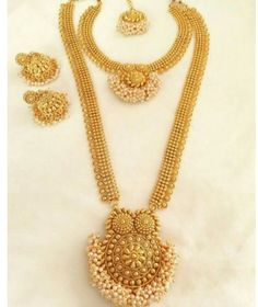 South Indian Jewellery Designs For Brides to Look Drop Dead Gorgeous Indian Jewelry Sets, Indian Jewellery Design, Jewelry Design, Wedding Jewelry, Gold Jewelry, Gold Bangles, Jewelry Art, Jewlery, Long Pearl Necklaces