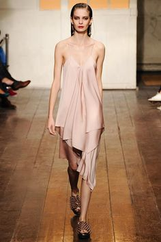Cédric Charlier Spring 2015 Ready-to-Wear - Collection - Gallery - Look 1 - Style.com