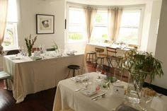dining-rooms-cream-antiques-restaurants-tablescapes