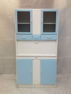 1000 images about hoosier and larder kitchenettes on pinterest hoosier cabinet kitchenettes. Black Bedroom Furniture Sets. Home Design Ideas