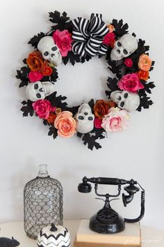 Wreaths Diy Halloween - Additionally, put in a witch hat to generate the wreath resemble a genuine witch. 1 good idea is merely to wear a Halloween headband. Styrofoam bones and skulls are readily available on the marketplace. Halloween Rose, Halloween Tags, Creepy Halloween, Holidays Halloween, Halloween Crafts, Halloween Headband, Halloween Skull, Vintage Halloween, Halloween Designs