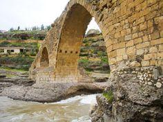 tony-wheeler-historic-delal-bridge-beautiful-bridge-kurdistan.