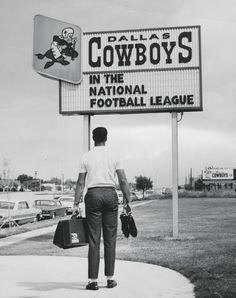 Dallas Cowboys logo back in the day Dallas Cowboys Images, Dallas Cowboys Baby, Dallas Texas, Cowboy History, Cowboys Sign, Cowboy Images, Dallas Cowboys Football, Football Team, Football Cards