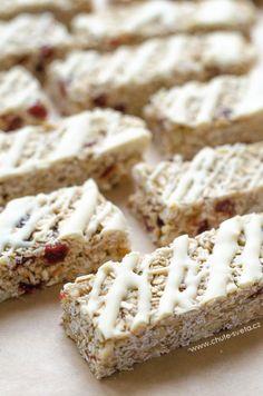 { domácí } müsli tyčinky s mandlemi, třešněmi a bílou čokoládou Krispie Treats, Rice Krispies, Muesli, Paleo, Healthy, Sweet, Cookies, Fitness, Brownies