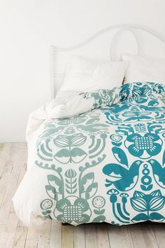 think my next bedroom will be turquoise-y and gray. love the white too. crisp.