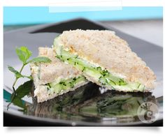 Sanduíche de pepino, cream cheese e hortelã