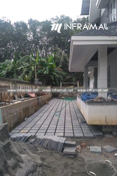 Natural Stone Flooring, Paving Stones, Floor Design, Wall Tiles, Natural Stones, Sidewalk, Cottage, Ceramics, Bricks