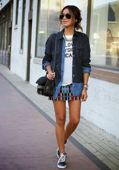 Layered look + simple t-shirt + pop of pattern in the skirt is what really attracts me to this outfit