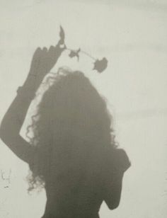 kreative portraitfotografie winter - Со Старым Новым Годом Shadow Photography, Tumblr Photography, Girl Photography Poses, Creative Photography, Bad Girl Aesthetic, Aesthetic Photo, Aesthetic Pictures, Girl Shadow, Shadow Pictures