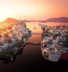 Pictures around the globe: India Udaipur Udaipur India, India Asia, Varanasi, Travel Deals, India Travel, Incredible India, Solo Travel, Places To Go, Tourism