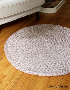 How to Hand Crochet a Large Circular Rug | SimplyMaggie.com