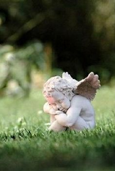 I have angels all over my garden. I have found great ones at yard sales to add to my collection.Love this one!