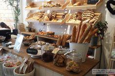 bread shop Pandelino, una bakery shop en A Corua Bread Display, Bakery Display, Bakery Decor, Bakery Interior, Bakery Store, Bakery Cafe, Bakery Shop Design, Cafe Design, Design Design