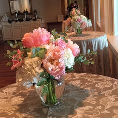 Cocktail tables @theoakswaterfrontweddings #dvflora #roses #peonies #hydrangea #eucalyptus #cocktailflowers #wedding #weddingflowers #easternshorewedding #easternshoreweddings by seasonal_flowers_trappe