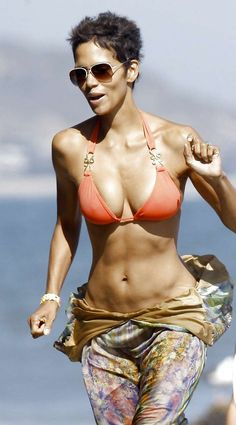 Halle Berry hot on actressbrasize.com  http://actressbrasize.com/2014/08/03/halle-berry-bra-size-body-measurements/