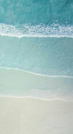 Wallpaper & Photography of Drone Aerial Natural Scenery View On Beautiful Sand Beach and Ocean Waves Waves Wallpaper, Beach Wallpaper, Iphone Background Wallpaper, Cool Wallpaper, Turquoise Wallpaper, Beach Photography, Nature Photography, Photography Tips, Natural Scenery