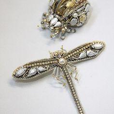 Вот такая пара насекомых может уживаться на одном человеке и даже на одной одежде ! Как считаете, добавить ли в эту компанию мушку? ___________________ #beauty #fashion #forwomen #jewelry #насекомые #стрекоза #брошьжук #жукистрекоза #брошинасекомые#ручнаяработа #аксессуары #украшенияизкамней #бижутерия #ювелирнаябижутерия#брошьстрекоза