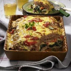 Our popular recipe for layered meatloaf and more than other free recipes on LECKER. Our popular recipe for layered meatloaf and more than other free recipes on LECKER. Low Carb Chicken Recipes, Fish Recipes, Meat Recipes, Cooking Recipes, Healthy Recipes, Cake Recipes, Quiche, Meat Loaf, Meatloaf Recipes