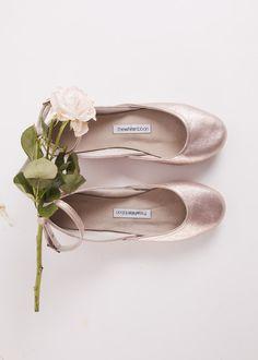 Ballerinas - Lavendel-Goldene Ballerinas mit Riemchen - ein Designerstück von…