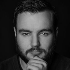 out of focus portrait - Lenses: How to Calculate the Sharpest Aperture for Any Lens (Finding the Sweet Spot) Photography Guide, Photography Projects, Photography Business, Photography Tutorials, Amazing Photography, Street Photography, Infrared Photography, Photo Class, Poses For Men