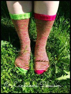 Raitasukat #louhittarenluola #knitting #woolsocks #villasukat #womenswoolsocks #neulominen #summer Womens Wool Socks, Villa, Knitting, Projects, Pattern, Fashion, Log Projects, Moda, Blue Prints