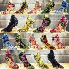 """25日(金)発売!!! 新水中花 """"Liquid Plantae"""" 👠を久しぶりに追加いたしました🌸 今回は全9色になります。 ・ 【新水中花 """"Liquid Plantae"""" 💐】 何もしなくても、長期間ほとんど変わらないフラワーインテリア。 ・ #kiyoukawashima #flowers #kawaii #shoes #flowerstagram #design #art #swag #cute #photo #photooftheday #herbarium #fashion #川越..."""