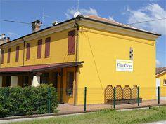 Galleria Immagini – Casa Famiglia Villa Crispa Villa, Outdoor Decor, Home Decor, Home, Homemade Home Decor, Fork, Decoration Home, Villas, Interior Decorating